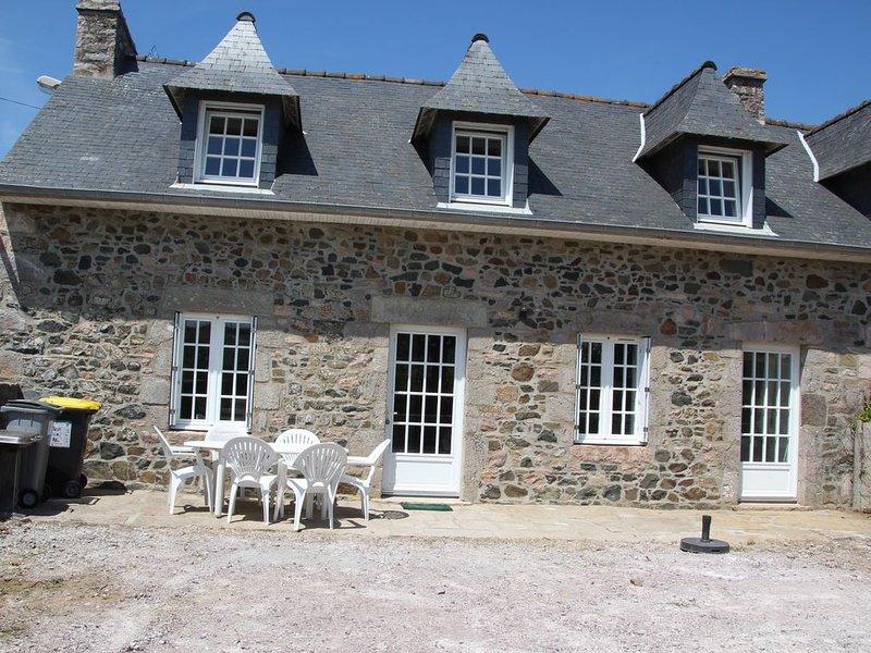BELLE MAISON EN PIERRE REFAITE A NEUF, holiday rental in Henansal