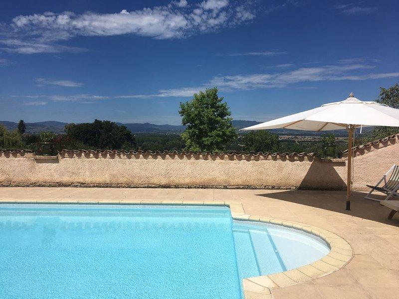 Ancienne ferme entièrement rénovée, vue imprenable sur le beaujolais, holiday rental in Quincie-en-Beaujolais