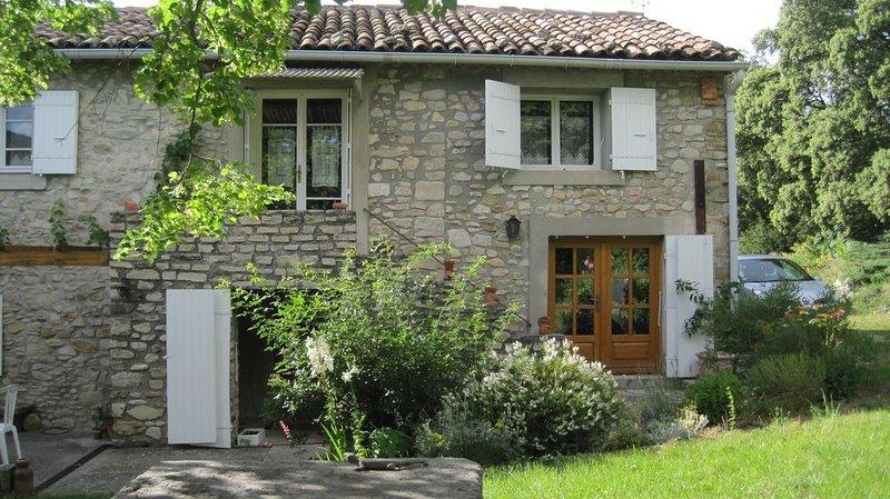 Le Murmure des Aures, en Drôme Provençale, gîte 2 personnes. Calme et nature, Ferienwohnung in Roche-Saint-Secret-Beconne
