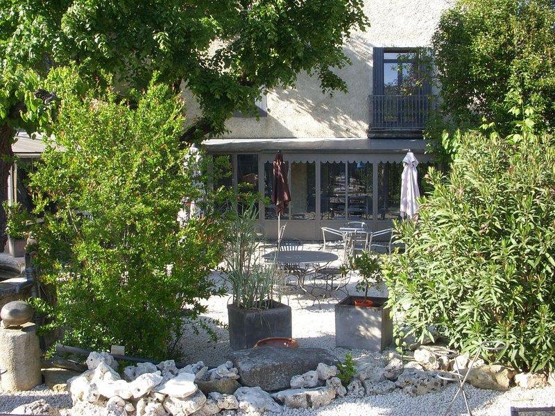 Maison bourgeoise capacité entre 12 et 16 couchages et 400m2, holiday rental in Sauzet
