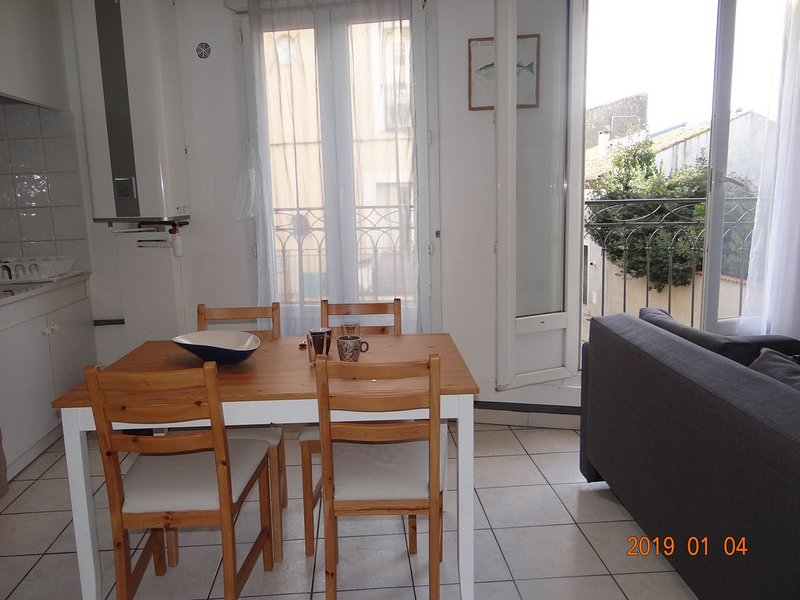 APPARTEMENT 4 COUCHAGES CENTRE MEZE – semesterbostad i Meze