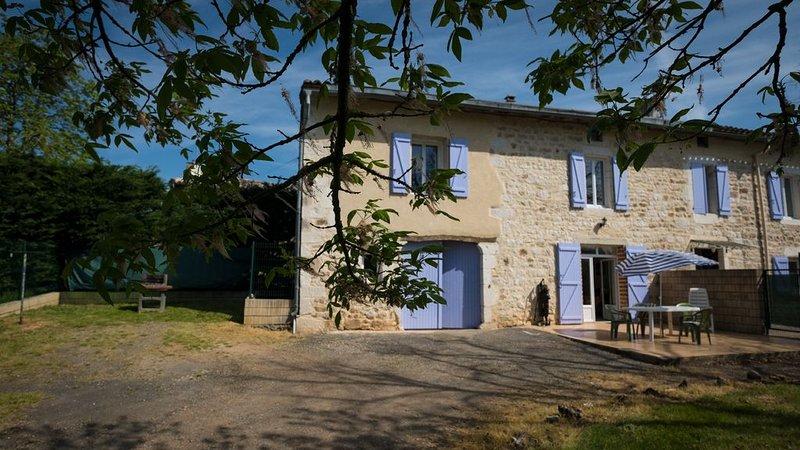 Gîte LEN de L EL, capacité  8 personnes + 1 bébé, holiday rental in Puycelci