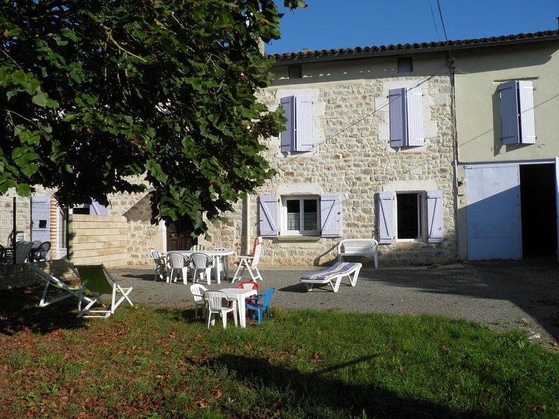 Gîte Braucol, capacité 10 personnes + 2 bébés, holiday rental in Puycelci