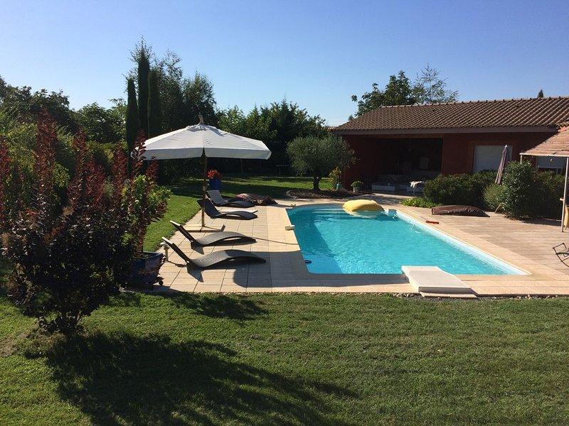 Grande villa avec piscine proche Toulouse, casa vacanza a Paulhac