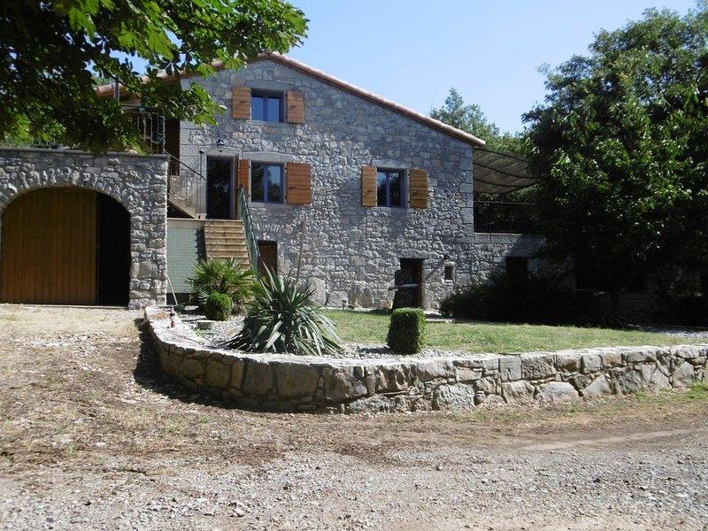 Le Mas du soleil levant gite de 2 à 11  personnes avec piscine chauffée au calme, aluguéis de temporada em Berrias et Castejau