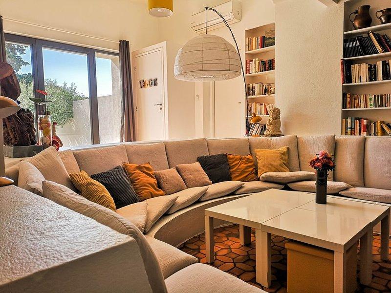 MAISON RENOVEE DANS QUARTIER CALME, holiday rental in Vallabregues