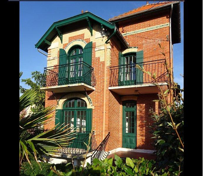 Jolie villa 5 personnes rénovée tout près de la plage et du centre, aluguéis de temporada em Le Verdon Sur Mer