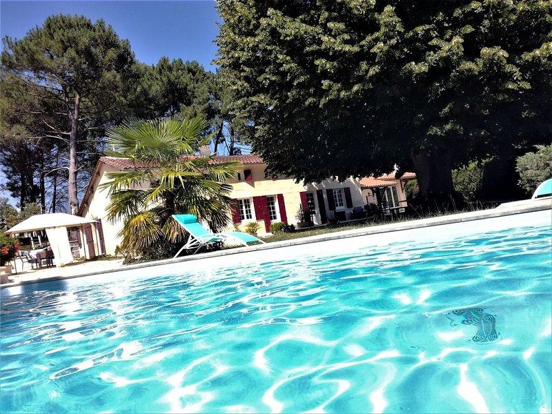 Chambre d'hôte 2 personnes près de St Emilion à Porchères petit déjeuner inclus, holiday rental in Saint Martin de Coux
