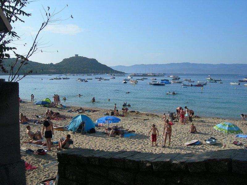 Rés. L'OLIVERAIE 'GHJULIA.T2/1' A l'ombre des Oliviers, à quelques pas de la mer, holiday rental in Belvedere-Campomoro