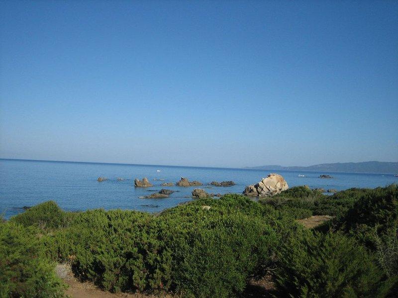 La costa por el camino de la aduana.