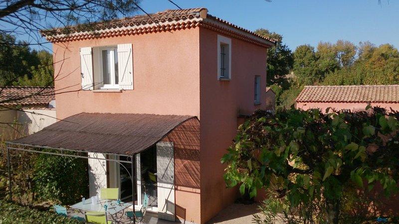 Maison individuelle climatisée piscine au Golf de la Valdaine en Drôme provençal, holiday rental in Malataverne
