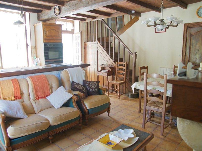 Maison de campagne type fermette  en Périgord , tout confort , Repos assuré, location de vacances à Saint-Martin-de-Ribérac