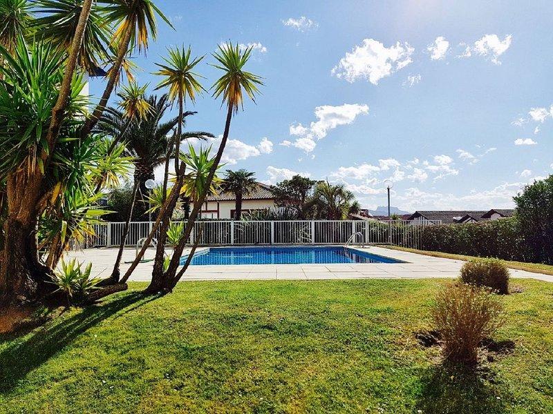 Exceptionnel en centre ville : spacieux T3 avec terrasse, parking et piscine, location de vacances à Saint-Jean-de-Luz