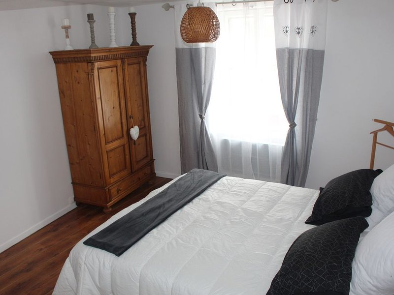 Maison au calme tout confort  3* au coeur de la Champagne avec verger, holiday rental in Jaulgonne