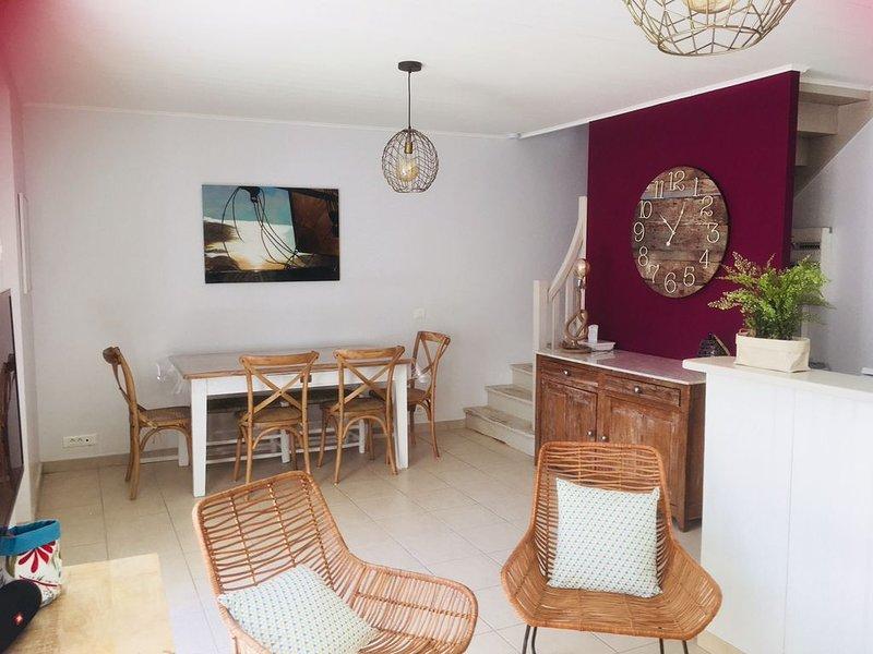 Maison avec cour plain sud à La noue, holiday rental in Ile de Re