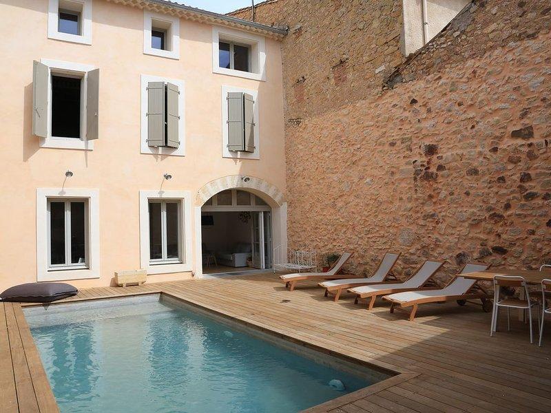 Grande Maison de Village avec piscine  sur Quarante, entre mer et garrigue, holiday rental in Villespassans
