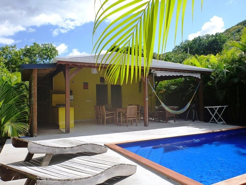Kaz a Coco, Villa Jaune 2 ch, piscine privée, holiday rental in Rifflet