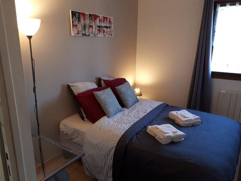 chambre individuelle, salle de bains attenante dans villa, Valbonne, aluguéis de temporada em Valbonne