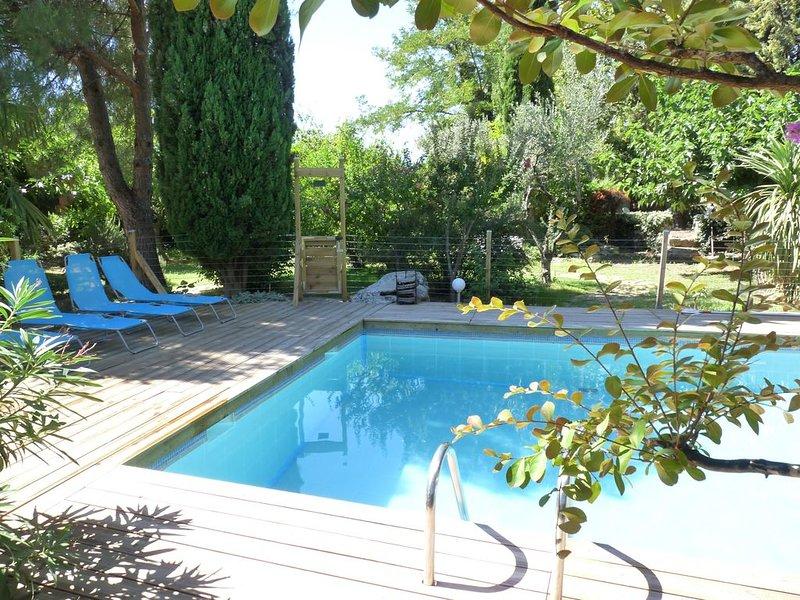 Duplex et chambres d'hôtes  dans superbe domaine provençal, jardin, piscine, location de vacances à Saint-Nazaire