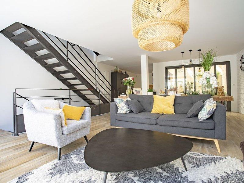 Belle Maison triplex 220m2 bordeaux centre avec terrases et garage, holiday rental in Bouliac