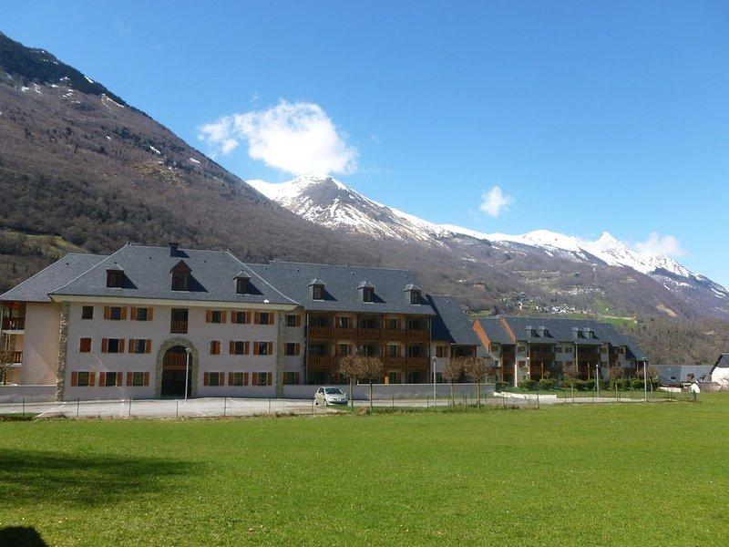 Appart. Classique en résidence avec piscine et vue montagne, alquiler vacacional en Sassis