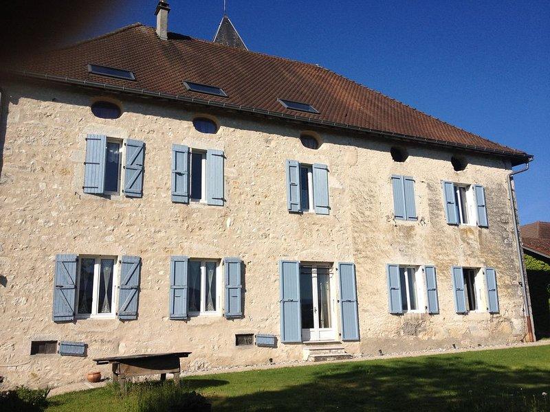 Superbe demeure avec vignes et vue sur le Grand Colombier, vacation rental in Saint-Bois