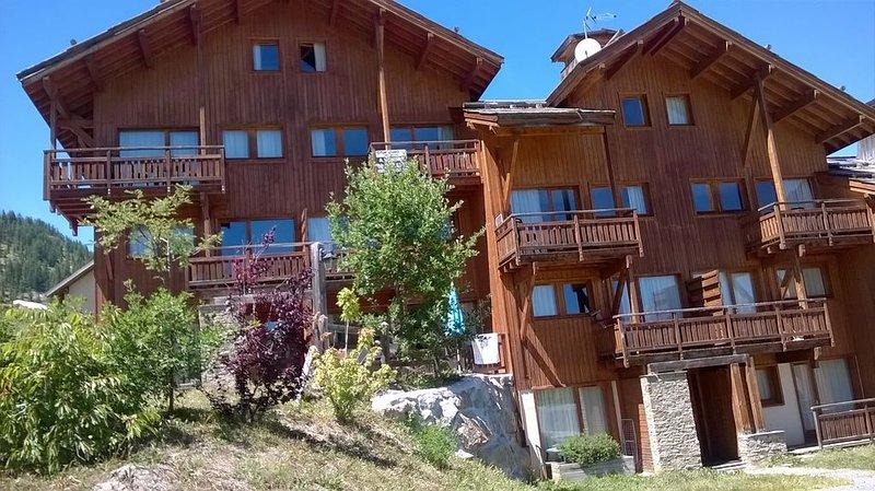 Le hameau des écrins à 1800, situé dans la station de Puy St. Vincent., casa vacanza a Puy-Saint-Vincent