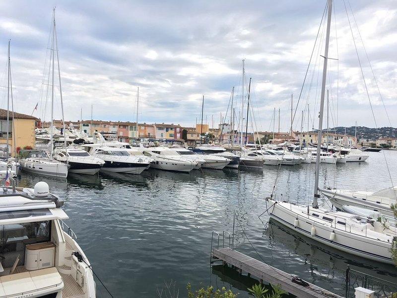 NOUVEAU DUPLEX 6 PERSONNES AU CŒUR DE PORT GRIMAUD AVEC UNE VUE EXCEPTIONNELLE, vacation rental in Port Grimaud