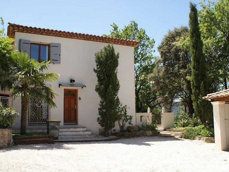 GRANDE BASTIDE AVEC PISCINE, vacation rental in Forcalqueiret