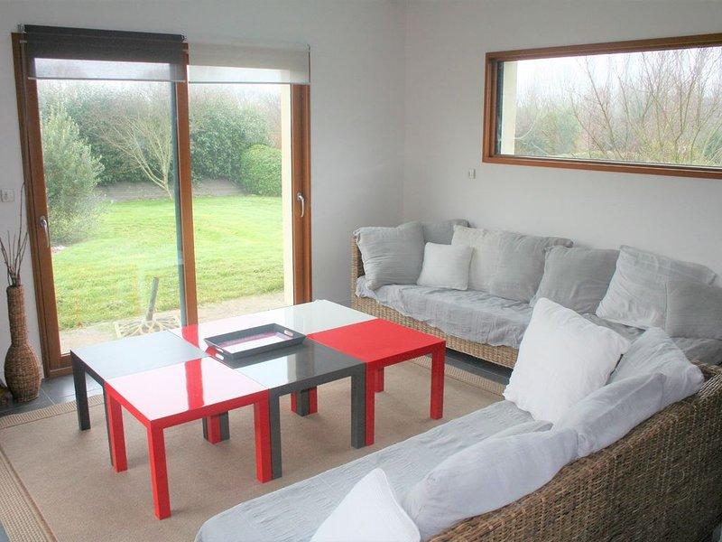 Belle villa spacieuse sur jardin clos proche des plages, location de vacances à Combrit