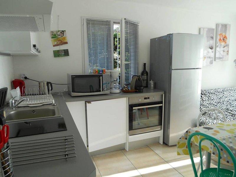 T2 neuf,log dans villa provençale moderne, WIFI clim, jardin, parking, proche me, holiday rental in Six-Fours-les-Plages