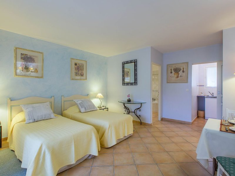 Appart'hotel le Colombier, holiday rental in Villecroze