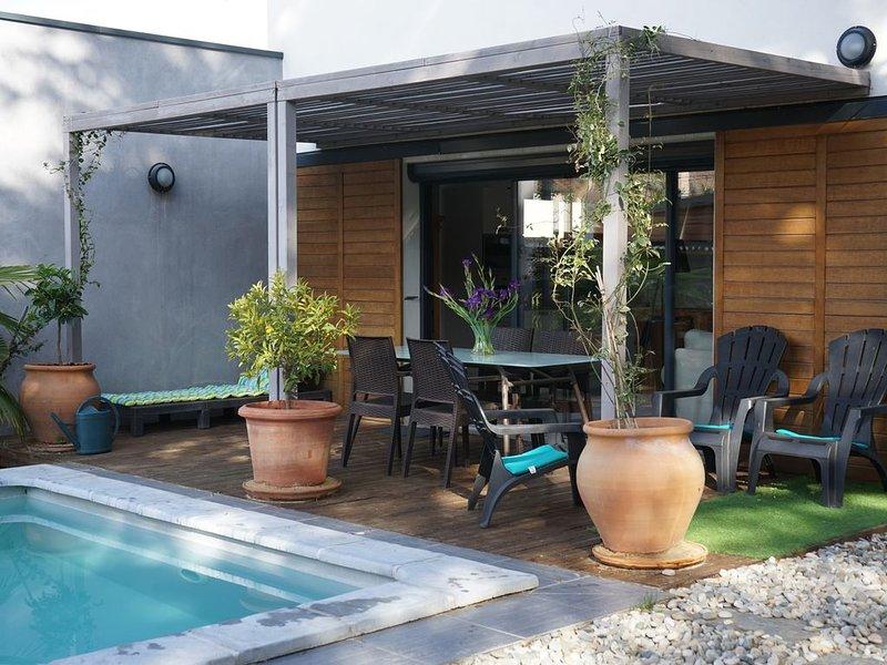 Villa contemporaine,piscine,clim, vélos, holiday rental in Villeneuve-les-Avignon
