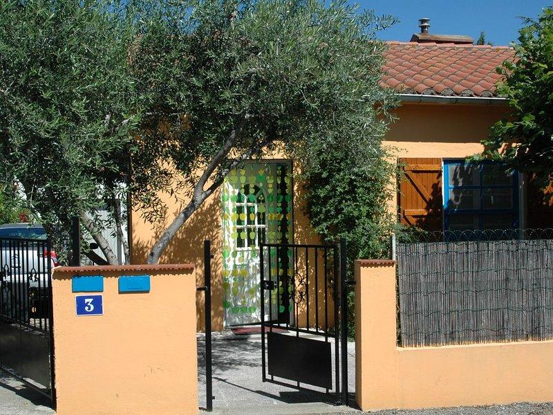 Maison individuelle,calme,plages  à 2.5km environ,10 minutes a pied centre ville, holiday rental in Argeles-sur-Mer