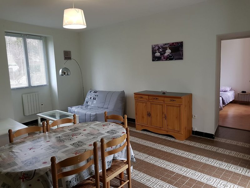 APT  T2    1 - 6 personnes avec terrasse & jardin à 3 min du Futuroscope, holiday rental in Neuville de Poitou