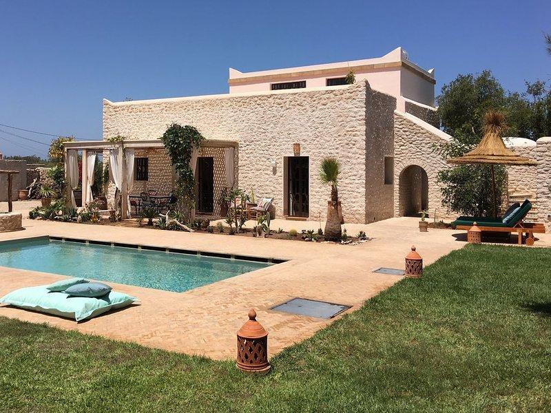 Charmante villa Beldi sans vis à vis - 2 /8 personnes - PISCINE - HAMMAM - WIFI, aluguéis de temporada em Sidi Kaouki