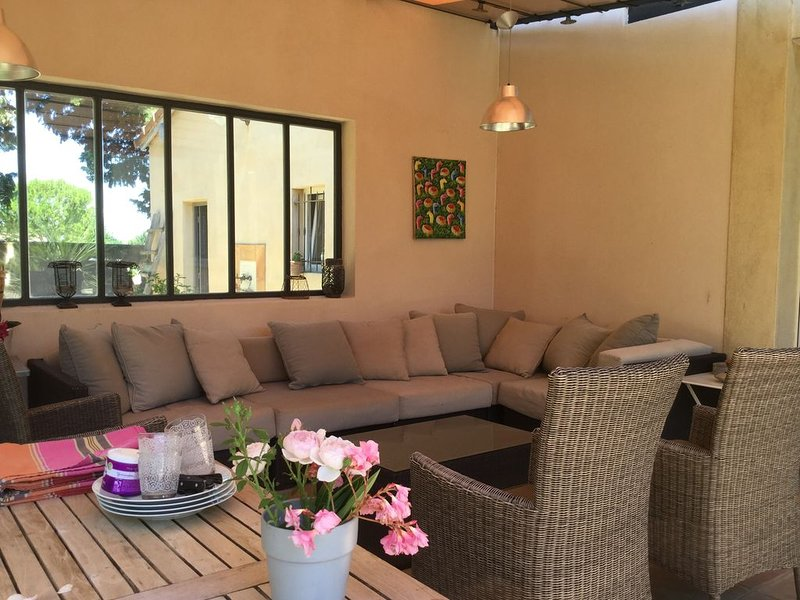 Maison de charme en Provence avec piscine, holiday rental in Morieres-les-Avignon