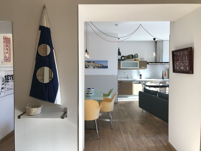 Deluxe three bedrooms flat in Sete front of ' canal royal', alquiler vacacional en Sète