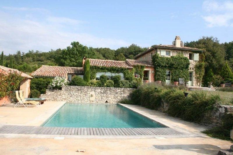 Mas provençal avec piscine, au calme détente et massage à domicile., location de vacances à Valaurie