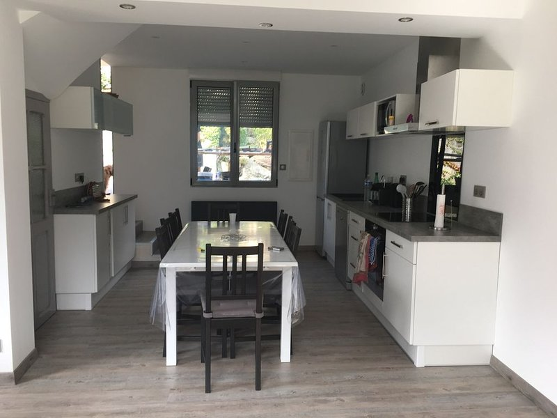 Maison 2* avec terrasse et vue panoramique sur la vallée de LUZ SAINT SAUVEUR, holiday rental in Viscos