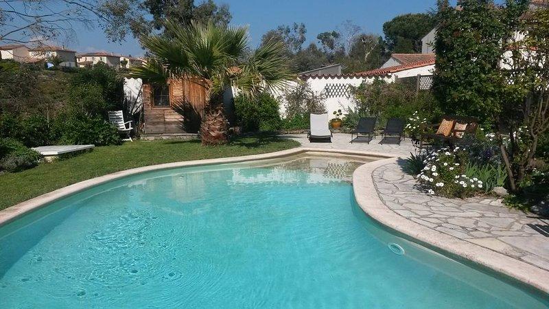 villa avec piscine, jardin et tennis, location de vacances à Spéracèdes