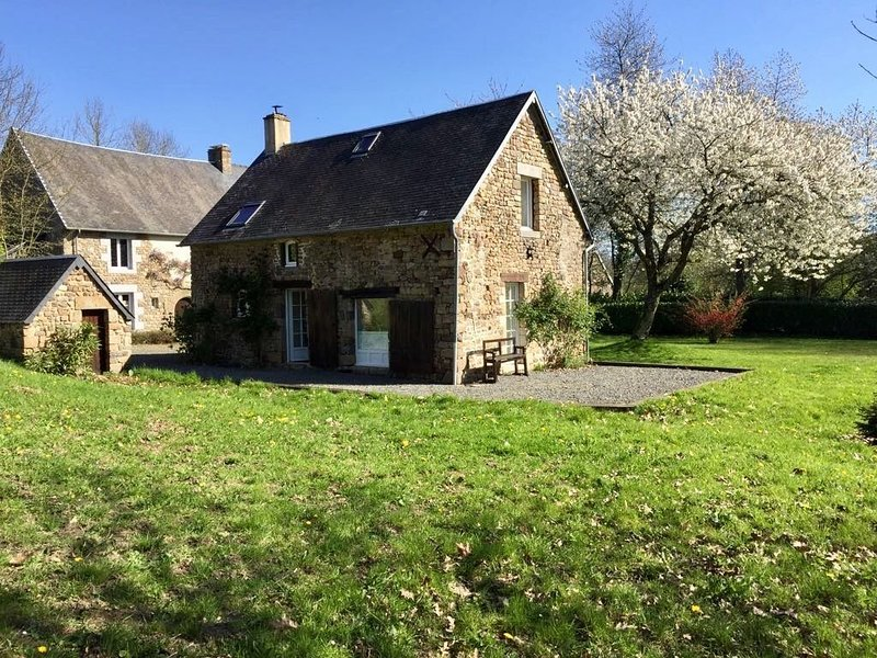 Bergerie dans une demeure Normande, holiday rental in Sartilly