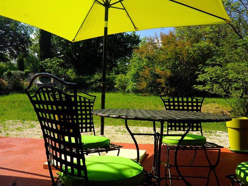Gîte à Saignon au coeur du Lubéron, holiday rental in Caseneuve