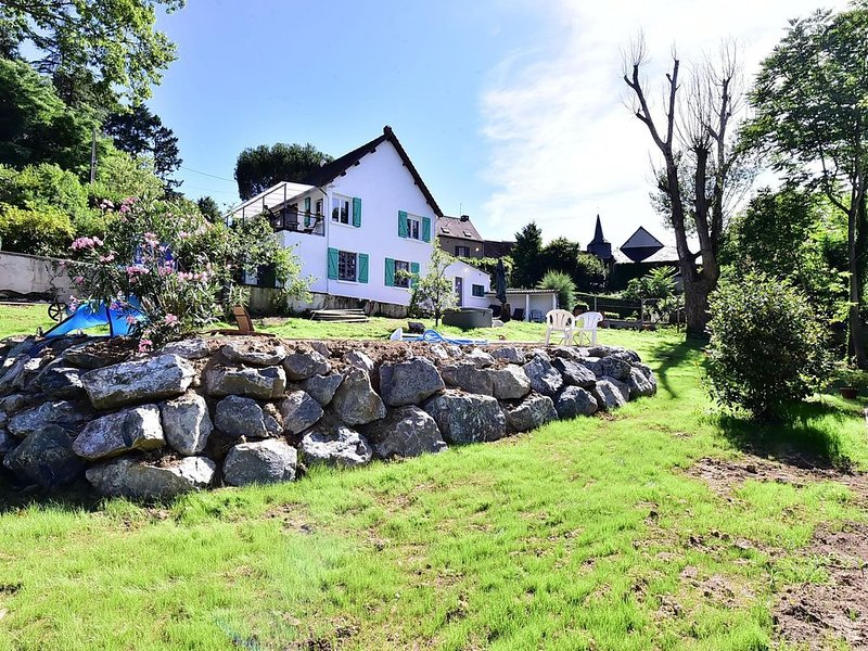 Maison à la campagne , son jardin bucolique et ses espaces loisirs, aluguéis de temporada em Le Pechereau