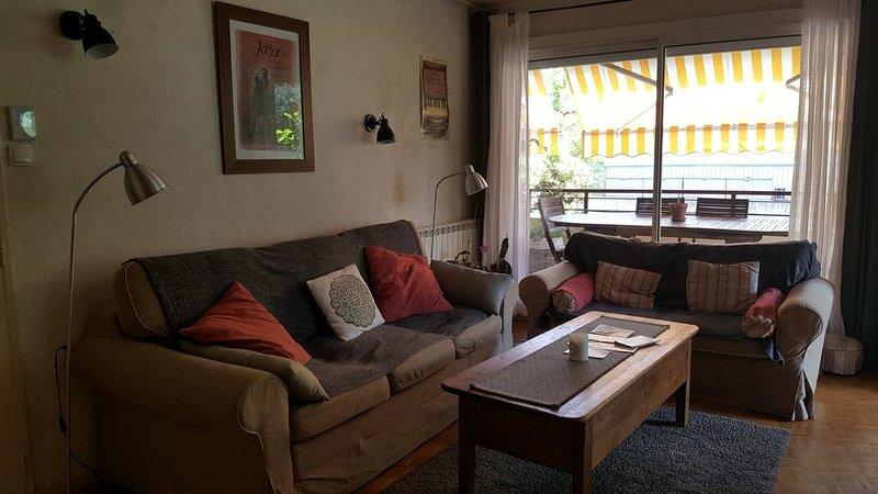 Bel Appart 120 m²+ Balcon 17M - Très Calme proche centre, des étangs, des plages, holiday rental in Istres