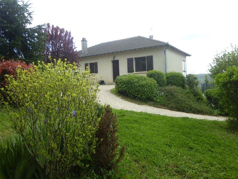 Entre Conques et Figeac, plongez au coeur du Lot et de l'Aveyron médiévaux!, vacation rental in Livinhac-le-Haut