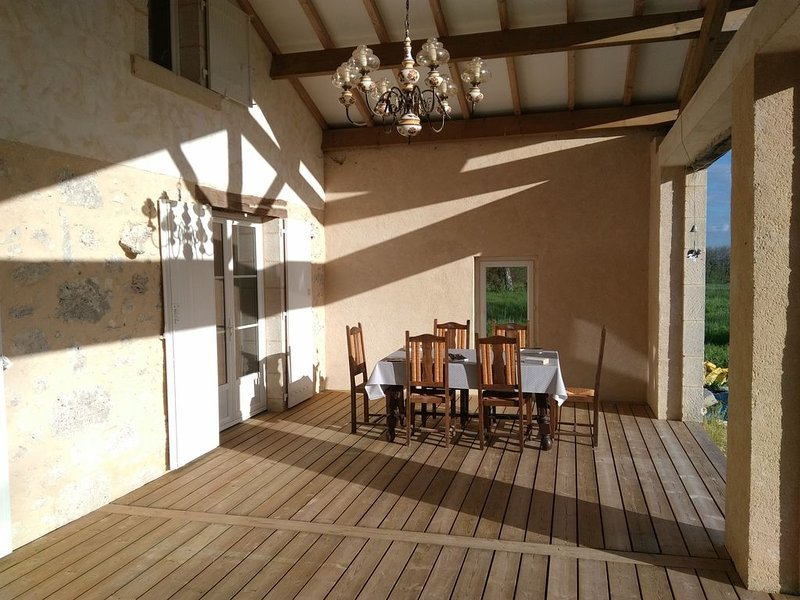 Belle Maison fraîchement restaurée, holiday rental in Castillonnes