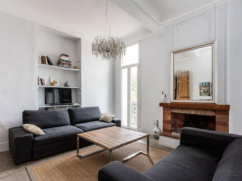 T2 de caractère Centre historique Ecusson 45 m2 lumineux, holiday rental in Montpellier
