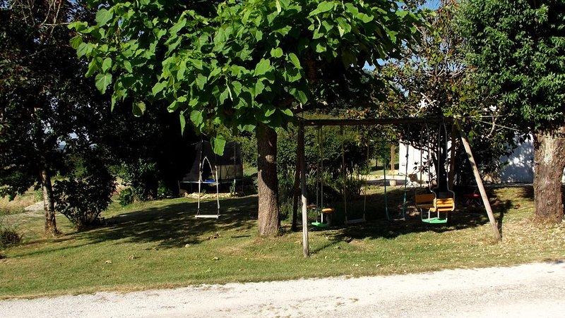 Gîte spacieux à la campagne, location de vacances à Thézac