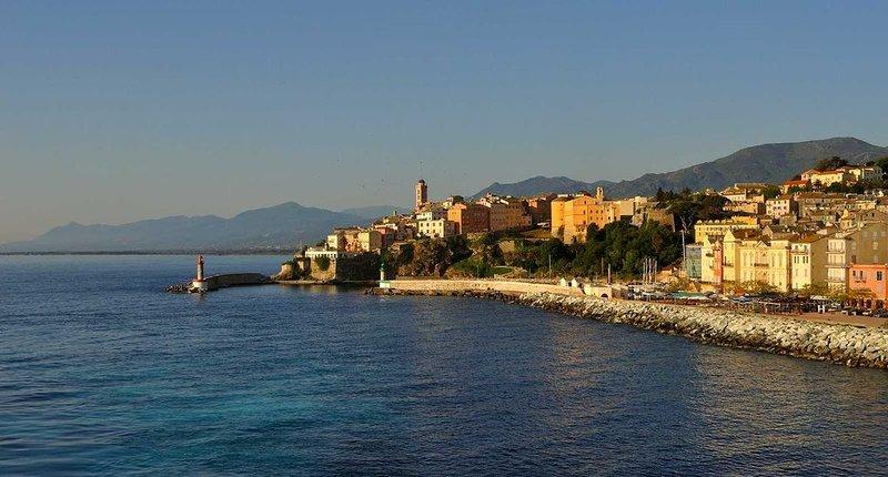 Casa Sant'Angelo   grand appartement de caractère dans le centre de Bastia, casa vacanza a Ville-di-Pietrabugno